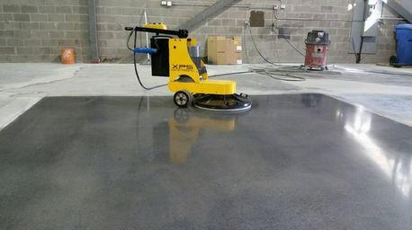 vệ sinh và đánh bóng tầng hầm